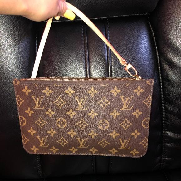 d70be2257f5e Louis Vuitton Handbags - Louis Vuitton wrist clutch bag